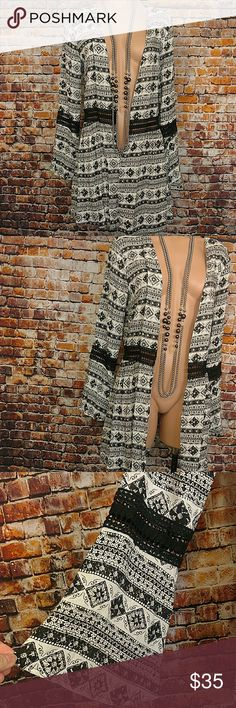 """NWT Kimono Swim Cover Jacket M/L This piece is so versatile. Can be used as kimono jacket swim cover up you name it. Black and white print with lace inset around the waist and on the Bell sleeve. Size Medium/Large. 100% rayon. Open chest measures 40"""",  33"""" long. New with tags. Swim Coverups"""
