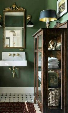 Use old wood and glass display case in bathroom for towels and toiletries - Wohnen // Architektur - Bathroom Decor Bathroom Inspiration, House Design, House Interior, Bathrooms Remodel, Bathroom Decor, Interior, Bathroom Design, Green Bathroom, Home Decor