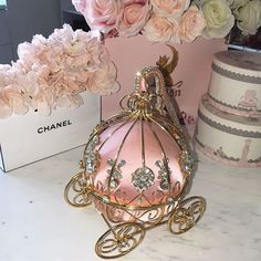 pink accessories for room Boujee Aesthetic, Princess Aesthetic, Dolce E Gabbana, Everything Pink, Girly Girl, Girly Things, Pretty In Pink, Ideias Fashion, Fashion Clothes