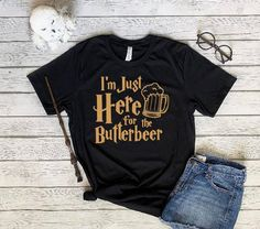 Universal Parks, Harry Potter Universal, Universal Studios, Funny Harry Potter Shirts, Harry Potter Style, Vacation Outfits, Disney Outfits, Shirt Cutting, Disney Bound