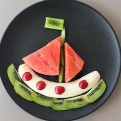 How to decorate vegetables so that children eat everything Cheesecake, Vegetable Carving, Food Garnishes, Piece Of Bread, Veggie Tray, Cupcakes, Food Humor, Cooking With Kids, Health Desserts