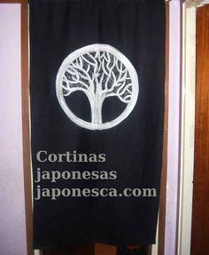 Cortina japonesa para puertas y pasillos, noren. con escudo kamon por Japonesca. Pintado a mano anverso y reverso , con cable para colgar. de Japonesca en Etsy