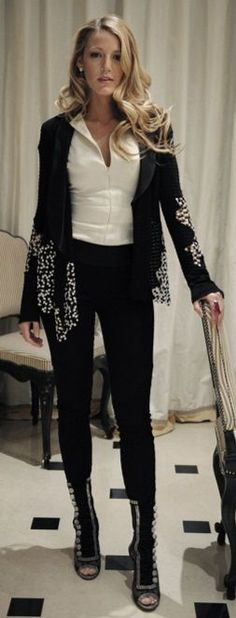 Blake Lively in Christian Blake Lively Gossip Girl, Blake Lively Family, Blake Lively Style, Black Lively, Blake Lively Ryan Reynolds, Fashion 2017, Womens Fashion, Gossip Girl Fashion, Black White Fashion