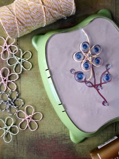 wire jig patterns | Little Pink Houses: Lazy Days Daisy Chain