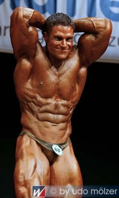 David Hoffmann at the 2008 Deutsche Meisterschaft #DavidHoffmann #DavidHoffman #bodybuilder #bodybuilding #German #championship #contest #posting #flex #flexing #abs #thighs #quads #biceps #triceps #pecs #smile