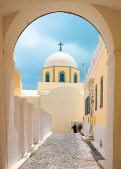 Church in Thira, Santorini Grecia. Santorini Greece Beaches, Santorini Island, Mykonos, Beautiful Islands, Beautiful Places, Places Around The World, Around The Worlds, Les Balkans, Temples