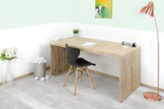Strak en modern steigerhouten bureau Spencer geschikt voor de kinderkamer, slaapkamer of op kantoor. Het bureau wordt gemaakt van gebruikt steigerhout.