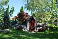 Bogdan are acum și grădină frumoasă și cramă. Un proiect spectaculos într-un spațiu mic semnat de arhitectul Dragoș Isăcescu