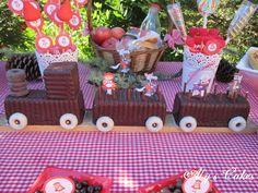 Aly's Cakes: TARTA TREN (EN 5 MINUTOS) CAPERUCITA ROJA http://alyscakes.blogspot.com.es/2015/09/tarta-tren-en-5-minutos-caperucita-roja.html