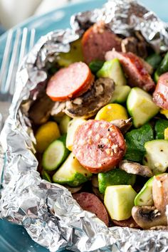 Foil Packet Kielbasa Kielbasa recipe of aluminum packages. Kielbasa sausage and fresh yellow squash and zucchini from the garden and mushrooms, lightly seasoned and cooked with Handi-Foil. Tin Foil Dinners, Foil Packet Dinners, Foil Pack Meals, Foil Packets, Food Dinners, Healthy Dinners, Grilling Recipes, Pork Recipes, Cooking Recipes