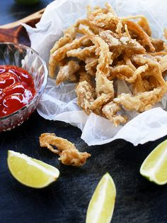 Deep fried vegan calamari (oyster mushrooms) – Food for Healty Deep Fried Mushrooms, Stuffed Mushrooms, Stuffed Peppers, Oyster Mushroom Recipe, Fried Mushroom Recipes, Mushroom Meals, Mushrooms Recipes, Mushroom Burger, Vegan Fried Chicken