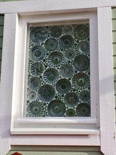 Tältä ikkuna näyttää ulkopuolelta. Old Window Projects, Diy Projects, Glass Garden, Garden Art, Modern Christmas, Christmas Diy, Mosaic Glass, Glass Art, Handmade Lanterns