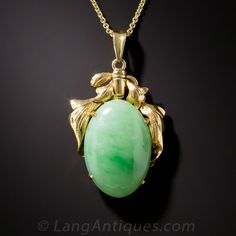 A translucent, marbleized, apple green Burmese jade oval cabochon is crowned with stylized golden leaves in this delightful mid-century pendant. A colorful yet sophisticated low-key look. Accompanied by a Stone Group Lab gemological report indicating the Jade Jewelry, Gems Jewelry, Gemstone Jewelry, Jewlery, Antique Necklace, Antique Jewelry, Jade Necklace Pendant, Luxury Jewelry Brands, Antique Jade