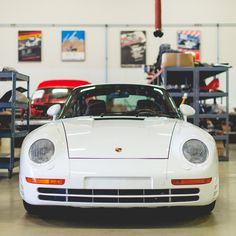 Porsche 959 in the workshop of Canepa