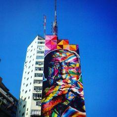 Exposto em um mural do Kobra está Oscar Niemeyer um dos mestres da arquitetura moderna. Logo ali na Pça Osvaldo Cruz #bike #bikesampa #biketour #sampatour #sampalove #sampacity #architecture #oscarniemeyer #metropolitancity #brazil