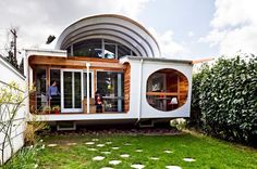 casa simpla transformata, casa cu acoperis arcuit, arhitect Edgar Papazian, Foto Lincoln Bar...