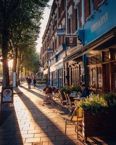 Back on home turf #London #chiswick #thisisLondon #highstreet #autumnsun #longshadows #w4 #fallinLondon
