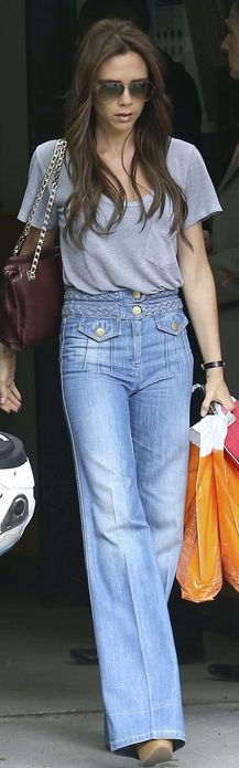 Sunglasses and purse – Victoria Beckham Colection     Shoes and jeans – Chloe