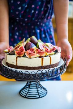 Fig and Vanilla Bean Cheesecake with Balsamic Glaze | The Hungry Australian