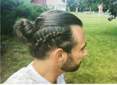 Men's braids are a new trend in the world of men's hairstyles - New Site Mens Braids Hairstyles, Popular Hairstyles, Wedding Hairstyles, Hairstyle Braid, Bangs With Medium Hair, Medium Hair Styles, French Braids Men, Hair And Beard Styles, Curly Hair Styles