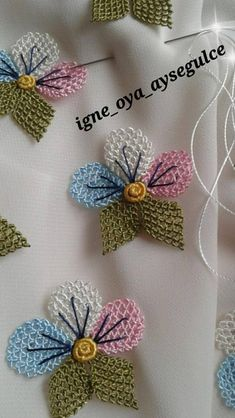 This Pin was discovered by Hül Crochet Flower Tutorial, Crochet Flower Patterns, Crochet Flowers, Embroidery Sampler, Hand Embroidery Stitches, Irish Crochet, Free Crochet, Needle Lace, Crochet Projects