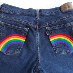 Rainbow pocket jeans by Boho Rain - Frauenhose Diy Jeans, Boho Jeans, Painted Shorts, Painted Jeans, Painted Clothes, Diy Clothing, Custom Clothes, Pride Clothing, Denim Kunst