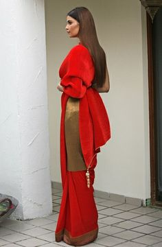 Kiran Uttam Ghosh red crepe sari worn with a long gold tunic. Wow, that's a different look. And it works. Asian Fashion, High Fashion, Women's Fashion, Indian Attire, Indian Wear, Indian Dresses, Indian Outfits, Sari Design, Kanjivaram Sarees