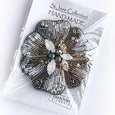 Ц В Е Т О К. Сегодня я решила разом все брошки показать и раздать своим новым хозяйкам )). СДЕЛАНА НА ЗАКАЗ. #handmadejewelry #handmade #кристаллы #кристаллыswarovski #бисер #брошь #брошьручнойработы #handmade_prostor