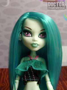 hanging hairpaint.gloom beach ellie blue