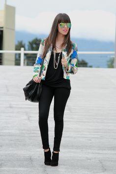 black and floral... #moda #fashionblogger #black #mirroredsunglasses #fashion