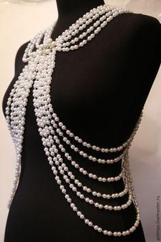 Statement Jewelry, Pearl Jewelry, Body Necklace, Body Jewelry, Jewellery, Flower Headdress, Chanel Pearls, Fashion Vocabulary, Career Wear