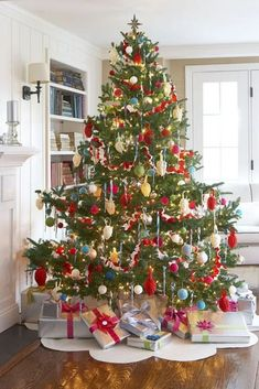 Old Fashioned Christmas Tree Decorations, old fashioned christmas tree decorating ideas, old fashioned christmas tree decorations. Added on November 2016 at Christmas 2018 Old Fashion Christmas Tree, Beautiful Christmas Trees, Noel Christmas, Outdoor Christmas, Vintage Christmas, Christmas Skirt, Christmas Ornaments, White Christmas, Christmas Crafts