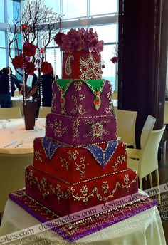 How beautiful is this Indian style wedding cake? Indian Cake, Indian Wedding Cakes, Beautiful Wedding Cakes, Gorgeous Cakes, Pretty Cakes, Amazing Cakes, Indian Weddings, Indian Theme, Cake Wedding