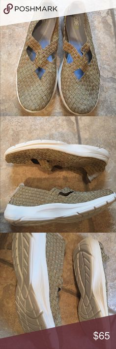 NWOT Easy spirit gold glitter comfy sandal sneaker Brand-new and never worn. These are the most comfy shoes you'll ever own. It feels like you're walking on memory foam. Sneaker bottom but adorable gold basket weave glittered top. No box. Easy Spirit Shoes