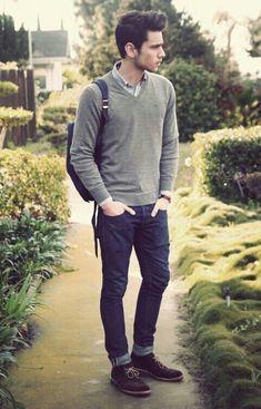 Este es un suéter, una camisa formal, y unos jeans. Se puede vestir en la escuela. El suéter es gris. Los jeans es azul.