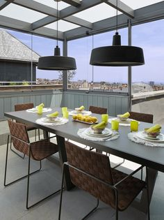 Molins Interiors // arquitectura interior - interiorismo - decoración - exterior - comedor - dining room - mesa - table - sillas - chairs - vistas - view - iluminación - lighting - lámpara - lamp