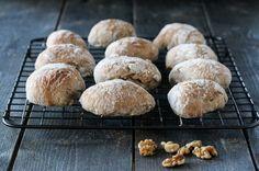 » ELTEFRIE RUGRUNDSTYKKER MED VALNØTTER Muffin, Bread, Breakfast, Recipes, Food, Morning Coffee, Muffins, Meal, Food Recipes