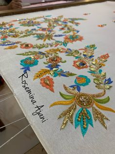 Hand Embroidery Design Patterns, Bead Embroidery Tutorial, Hand Embroidery Videos, Embroidery Suits Design, Embroidery On Clothes, Hand Work Embroidery, Flower Embroidery Designs, Embroidery Motifs, Simple Embroidery
