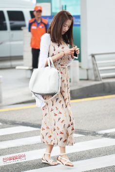 Love the whole look. That maxi dress is a must have.