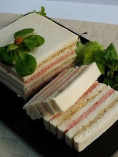 tramezzino gastronomico Tee Sandwiches, Gourmet Sandwiches, Finger Food Appetizers, Finger Foods, Appetizer Recipes, Bolo Nacked, Sandwich Cake, Xmas Food, Snacks Für Party