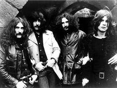 """El grupo británico de heavy metal ''Black Sabbath'' anunció que su próximo álbum, el primero de estudio desde 1978 y que saldrá en junio, se titulará """"13"""". En un comunicado en su página web, la banda de Birmingham señala que aún no está decidida la fecha exacta en que saldrá a la venta este trabajo, que estará precedida de una gira que empezará el próximo abril en Nueva Zelanda."""