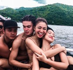 JaDine with friends (ctto) James Reid, Nadine Lustre, Unexpected Quotes, Ranz Kyle, Movie Talk, Filipina Beauty, Guy Best Friend, Jadine, How To Pose