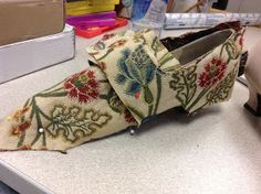 "Fabric covered ""18th century"" shoes--must do! Genteel Musings: HSF #18: Re-make, Re-use & Re-fashion (18th century shoes, picture-heavy)"