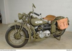 Indian Solo Motorcycle used in Australian Military Forces in World War Read my Anzac Day tribute to military motorcycles here: motorbikewriter. Cool Motorcycles, Vintage Motorcycles, Harley Davidson Motorcycles, Indian Motorcycles, Womens Motorcycle Helmets, Motorcycle Design, Motorcycle Girls, Vintage Bikes, Vintage Cars