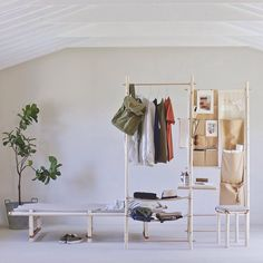 Italian designer Elena Bompani has designed a flexible furniture system called Itaca that's tailored to renters and travellers. Flexible Furniture, Steel Furniture, New Furniture, Table Furniture, Living Room Furniture, Furniture Design, Habitat Furniture, Nomadic Furniture, Open Concept Home
