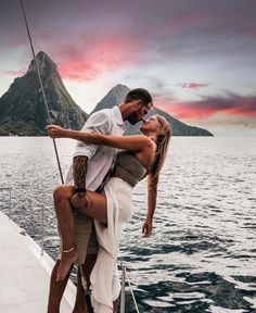 Romance is always in the air 💗 Saint Lucia has long been a destination for travelers in search of romance. The calm waters, dramatic cliffs, and crystal clear skies create the perfect backdrop to profess your love. 📷 xkflyaway #SaintLucia #LetHerInspireYou