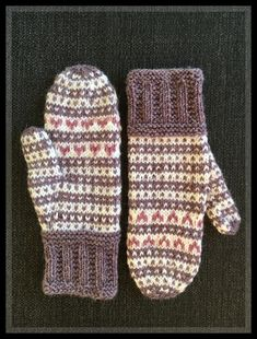 Knit Socks, Knit Mittens, Mitten Gloves, Knitting Socks, Knitting Ideas, Knitting Patterns, Colours, Crafty, Embroidery