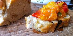 Egy kis uzsi: bazsalikomos sültparadicsom olívás házi kenyérrel