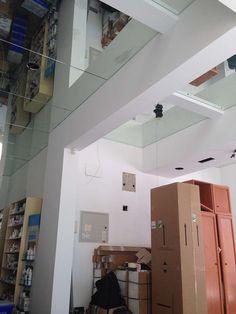Imagen que define el proceso de cambio de la farmacia durante su reforma Track Lighting, Loft, Ceiling Lights, Bed, Furniture, Home Decor, Renovation, Pharmacy, Towers