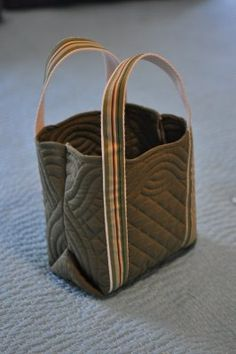 no big dill: tutorial for tote bag made from a quilted placemat.  Love it!